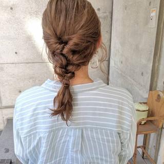編みおろし ベージュ ナチュラル ヘアアレンジ ヘアスタイルや髪型の写真・画像