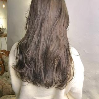ロング ミルクティー ミルクティーアッシュ ミルクティーベージュ ヘアスタイルや髪型の写真・画像