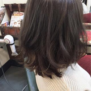 グレーアッシュ グレージュ ナチュラル ミディアム ヘアスタイルや髪型の写真・画像 ヘアスタイルや髪型の写真・画像