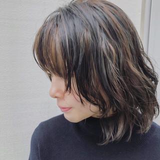 大人ハイライト カジュアル ミディアム ウルフパーマ ヘアスタイルや髪型の写真・画像 ヘアスタイルや髪型の写真・画像