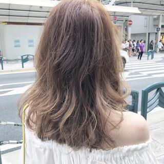 ホワイトハイライト 大人ハイライト ロング フェミニン ヘアスタイルや髪型の写真・画像