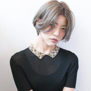 ダブルカラー ミルクティー アッシュ マッシュ ヘアスタイルや髪型の写真・画像