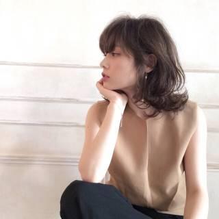 ミディアム 外国人風 ナチュラル フェミニン ヘアスタイルや髪型の写真・画像 ヘアスタイルや髪型の写真・画像