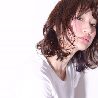 ストリート ミディアム 暗髪 モード ヘアスタイルや髪型の写真・画像
