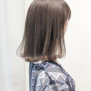 ナチュラル グレージュ 透明感 切りっぱなしボブ ヘアスタイルや髪型の写真・画像