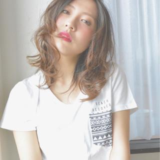 ミディアム ゆるふわ 外国人風 パーマ ヘアスタイルや髪型の写真・画像
