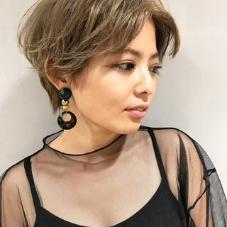 ストリート ヌーディベージュ ショート 透明感 ヘアスタイルや髪型の写真・画像