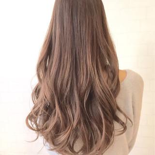 外国人風 ハイライト アッシュ フェミニン ヘアスタイルや髪型の写真・画像