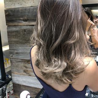 ミディアム エアータッチ フェミニン ハイライト ヘアスタイルや髪型の写真・画像