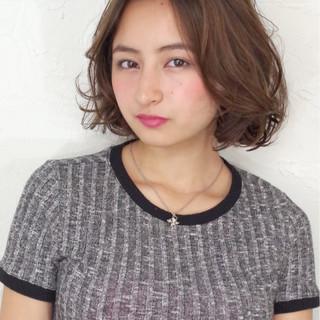 髪型で魅了しちゃおう♡ミディアムヘアでもできるグラマラスヘアカタログ♡