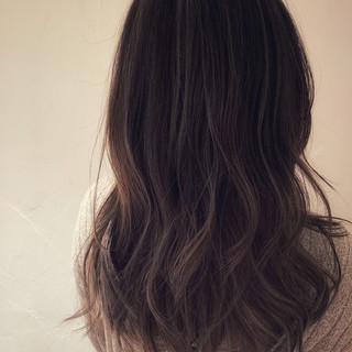 アッシュ ハイライト グレージュ ロング ヘアスタイルや髪型の写真・画像