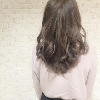 グレージュ ミディアム アッシュ アッシュグレージュ ヘアスタイルや髪型の写真・画像