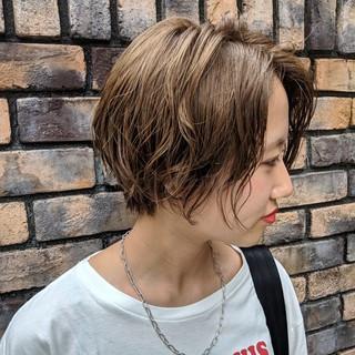 ゆるふわパーマ ショート ショートボブ ナチュラル ヘアスタイルや髪型の写真・画像