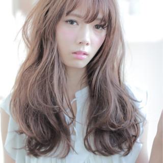 パーマ ゆるふわ 外国人風 ヌーディーベージュ ヘアスタイルや髪型の写真・画像