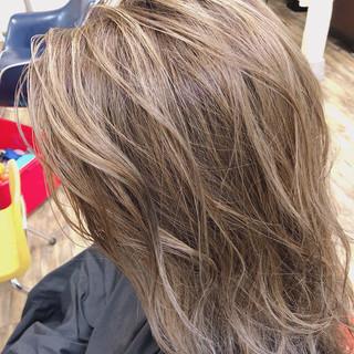 極細ハイライト エレガント ブリーチカラー ハイライト ヘアスタイルや髪型の写真・画像