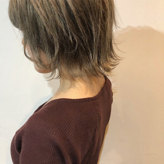 ハイトーン ブラウンベージュ ナチュラル 外ハネ ヘアスタイルや髪型の写真・画像