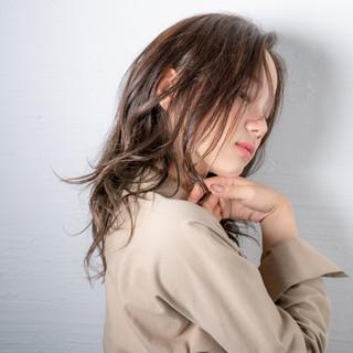 イルミナカラー モード ゆるウェーブ ロング ヘアスタイルや髪型の写真・画像