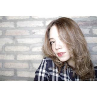 外国人風 ストリート セミロング アッシュ ヘアスタイルや髪型の写真・画像