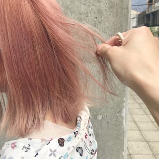 ブリーチ ピンク ストリート ボブ ヘアスタイルや髪型の写真・画像