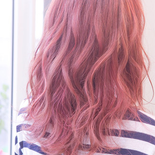 グラデーションカラー 外国人風 レッド ストリート ヘアスタイルや髪型の写真・画像