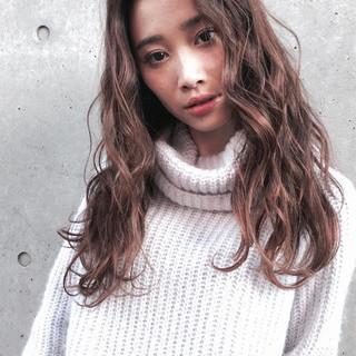 センターパート ロング グラデーションカラー 外国人風 ヘアスタイルや髪型の写真・画像