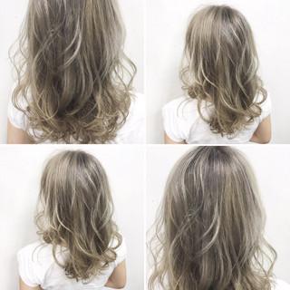 フェミニン アッシュ ミディアム 外国人風 ヘアスタイルや髪型の写真・画像