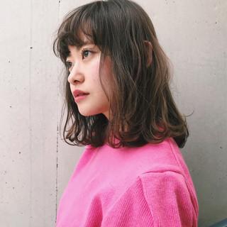 フェミニン ミディアム パーマ レイヤーカット ヘアスタイルや髪型の写真・画像