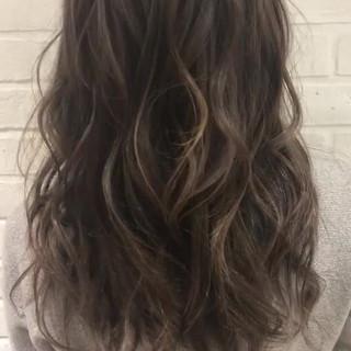 秋 外国人風カラー グレージュ ロング ヘアスタイルや髪型の写真・画像