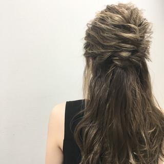 ストリート 外国人風 波ウェーブ ロング ヘアスタイルや髪型の写真・画像