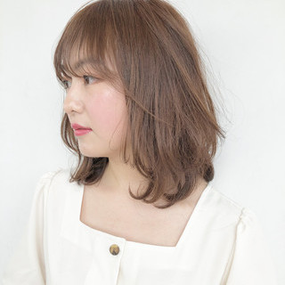 簡単ヘアアレンジ ミルクティーベージュ ヘアアレンジ レイヤーカット ヘアスタイルや髪型の写真・画像