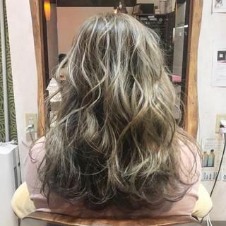 エレガント ダブルカラー 外国人風カラー ウェーブ ヘアスタイルや髪型の写真・画像