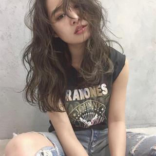 外国人風カラー ハイライト グレージュ 外国人風 ヘアスタイルや髪型の写真・画像