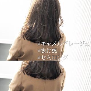 アッシュグレージュ ミディアム グレージュ アンニュイほつれヘア ヘアスタイルや髪型の写真・画像