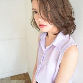 外国人風 ガーリー 前髪あり ミディアム ヘアスタイルや髪型の写真・画像