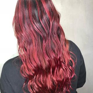 ロング グラデーションカラー インナーカラー 赤髪 ヘアスタイルや髪型の写真・画像