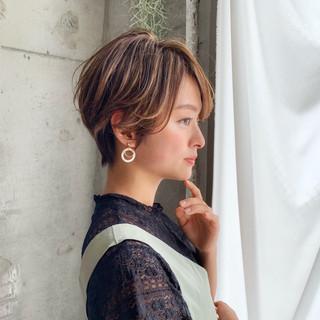 ショートボブ 小顔 ハイライト フェミニン ヘアスタイルや髪型の写真・画像