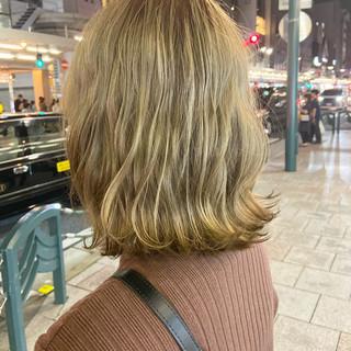エレガント ミディアム 大人ミディアム アッシュベージュ ヘアスタイルや髪型の写真・画像