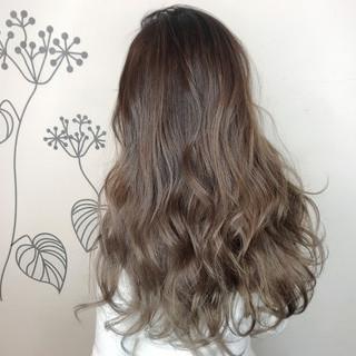外国人風カラー エアータッチ グラデーションカラー 艶髪 ヘアスタイルや髪型の写真・画像
