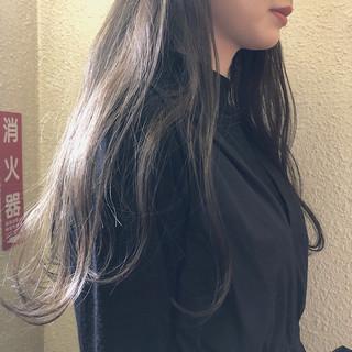 ナチュラル ロング くすみカラー アンニュイほつれヘア ヘアスタイルや髪型の写真・画像