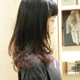 グラデーションカラー ウルフカット ナチュラルウルフ ミディアム ヘアスタイルや髪型の写真・画像
