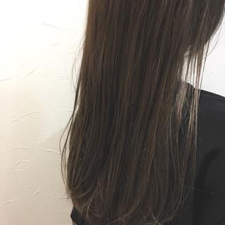 外国人風カラー ハイライト アッシュ グレージュ ヘアスタイルや髪型の写真・画像