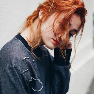 オレンジベージュ ロング ストリート リラックス ヘアスタイルや髪型の写真・画像