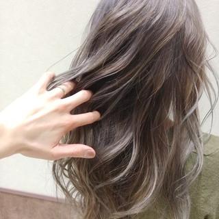 ホワイト 大人かわいい ロング ストリート ヘアスタイルや髪型の写真・画像