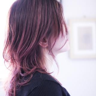 ラベンダーピンク セミロング ナチュラル ピンクアッシュ ヘアスタイルや髪型の写真・画像