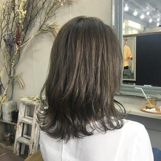 ミディアム コンサバ ハイライト ヘアスタイルや髪型の写真・画像