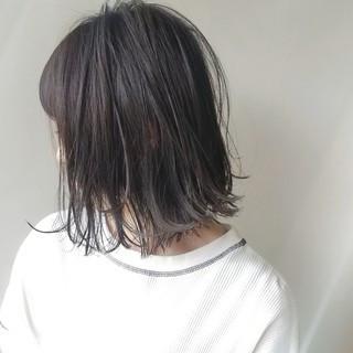 外ハネ 透明感カラー ナチュラルグラデーション ミルクティーグレー ヘアスタイルや髪型の写真・画像