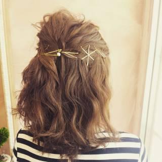 波ウェーブ ヘアアクセ コンサバ ハーフアップ ヘアスタイルや髪型の写真・画像