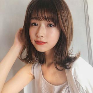 ミディアム フェミニン ミディアムヘアー ミディアムレイヤー ヘアスタイルや髪型の写真・画像