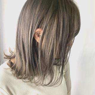 デート ミディアム アウトドア ストリート ヘアスタイルや髪型の写真・画像