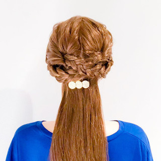 オフィス 結婚式 フェミニン くるりんぱ ヘアスタイルや髪型の写真・画像
